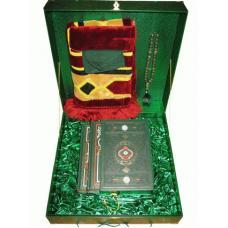 Коран с хадисами в подарочном наборе.