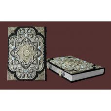 Коран на арабском языке с филигранью и топазами.