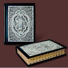 Библия украшенная литьем и филигранью.